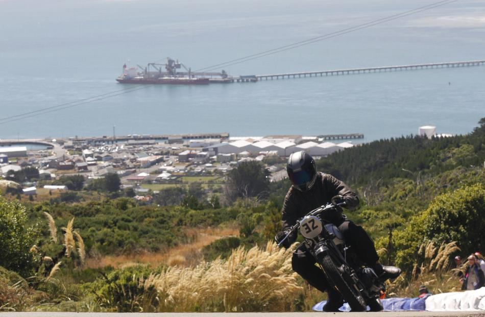 Bluff's port behind him, Byron Clothier from Katikati powers his 1946 Norton ES2 up the hill.