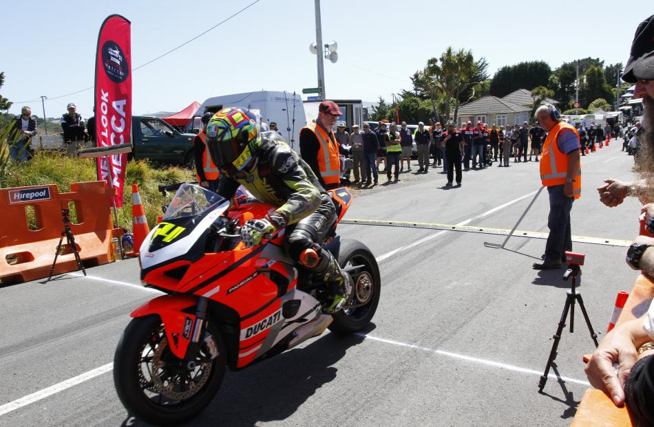 Johnny Lewis from Mahana sets off on his 2018 Ducati V4 1103cc.
