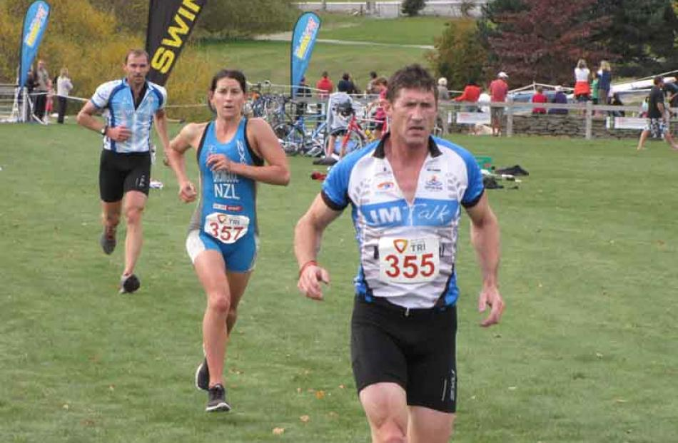 David Cormack, of Dunedin (number 355), leads Tanya Dromgool, of Queenstown to the 5km run.