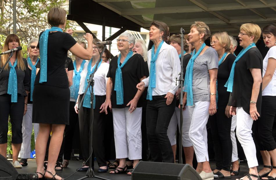 The Dunedin Harmony Chorus serenade the Thieves Alley market day crowd.