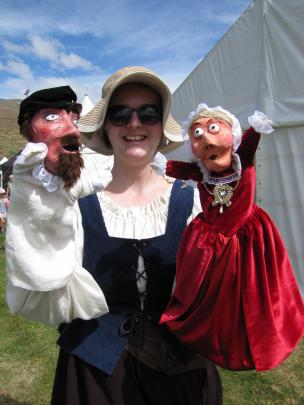 Helen Fearnley, of Dunedin, (with Sir Walter Raleigh and Mary Queen of Scots).