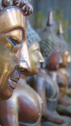 Statues at the Gangaramaya Temples. Photo: Deborah Heron