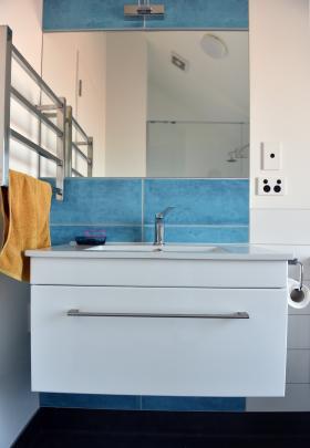 Blue tiles provide a splash of colour in the ensuite.