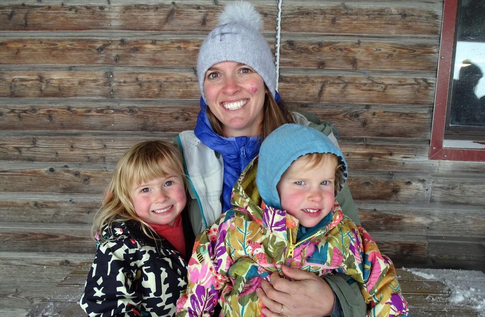 Meg (2), Rachel and Anita (4) Shields, all of Cardrona Valley.