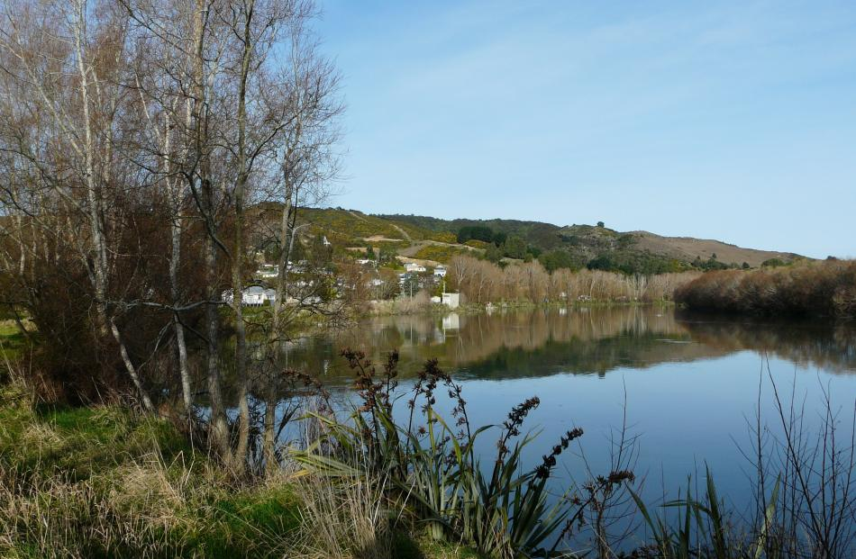 Running past the town centre, the Clutha River is noted for its fishing and whitebaiting...