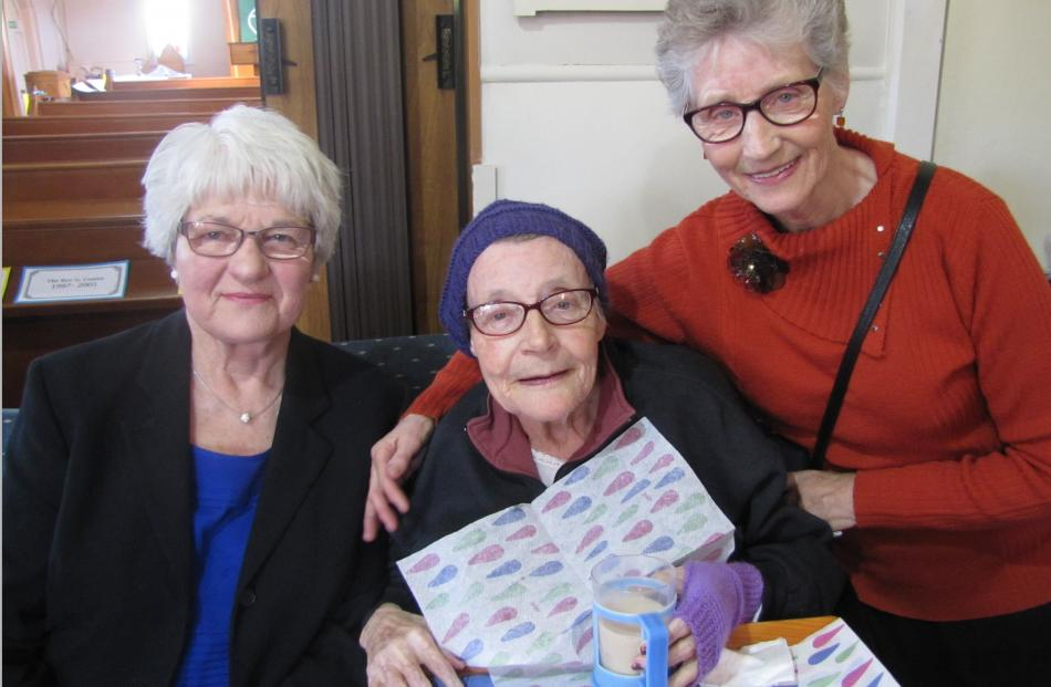 Jenny Barr, of Clyde, Phyllis Hughson, of Alexandra, and Anita Willems, of Clyde.