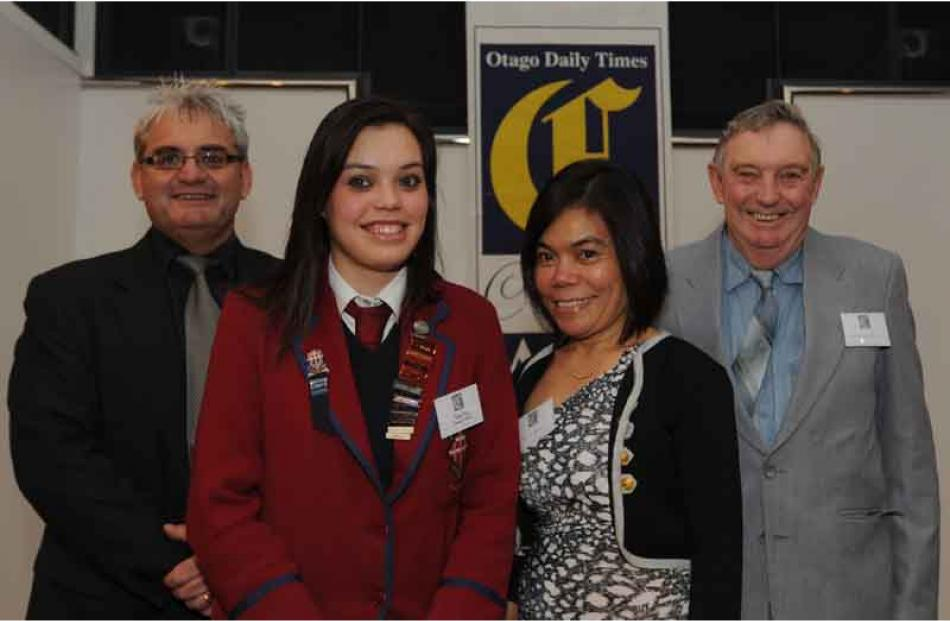 Tracey O'Brien, Kylie Price of Kavanagh College, Dione Price and Graeme Price.