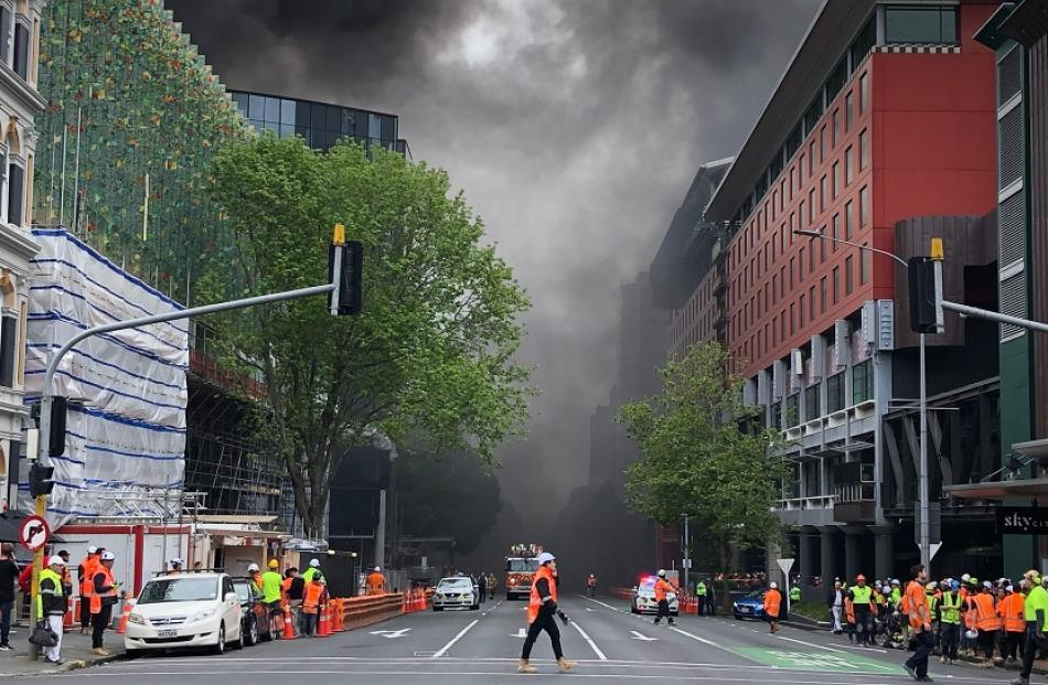 Smoke blanketed the streets of central Auckland. Photo: RNZ