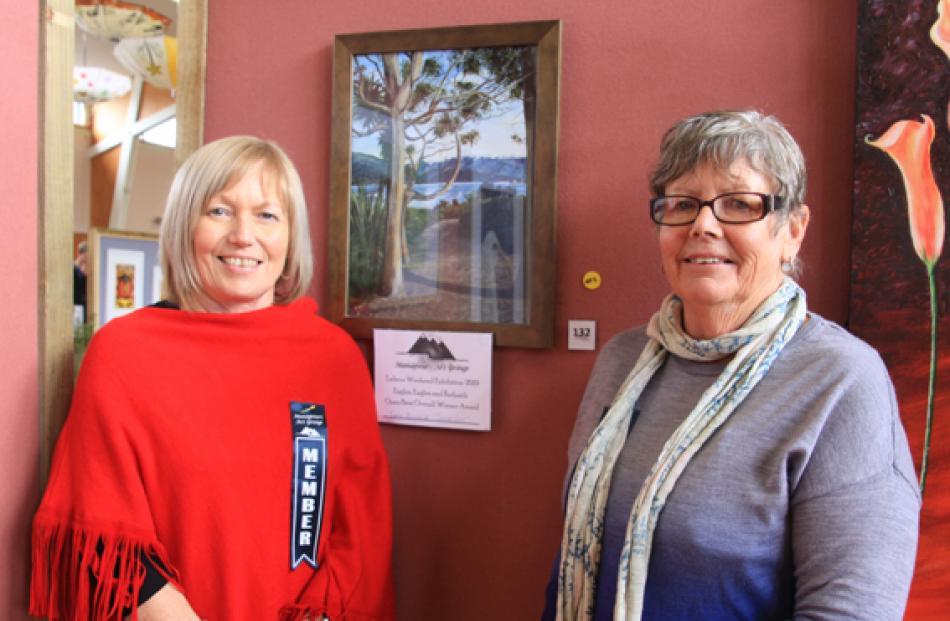 Lynne Brumlik of Te Anau and member of the Manapouri Art Group, beside her winning painting ...
