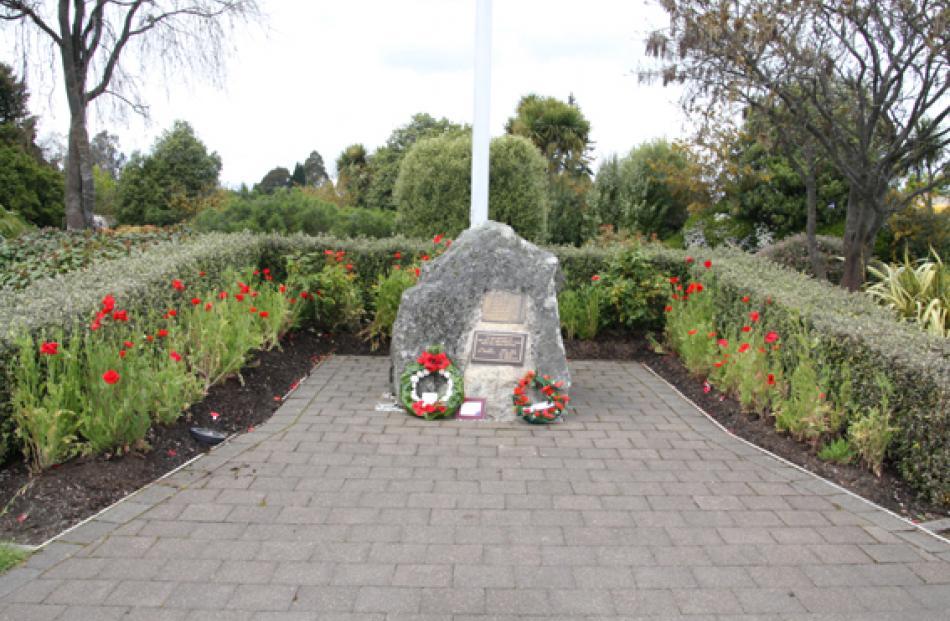 Te Anau War Memorial. Anzac Reserve, Town Centre Te Anau. Photo Julie Walls