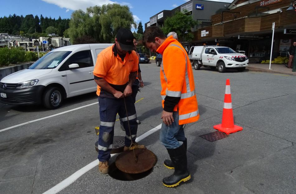 Veolia staff disconnect the sewerage to a block of lakefront premises in Ardmore St.