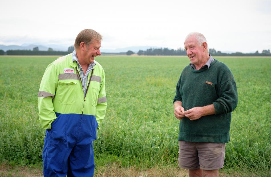Wattie's South Island agricultural manager Greg Noller and Barrhill farmer Colin Maw during pea...