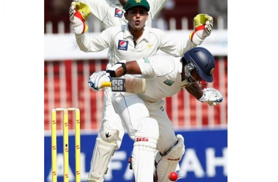 Pakistan's Adnan Akmal (C) and Younis Khan (top) make an appeal against Sri Lanka's Kumar...