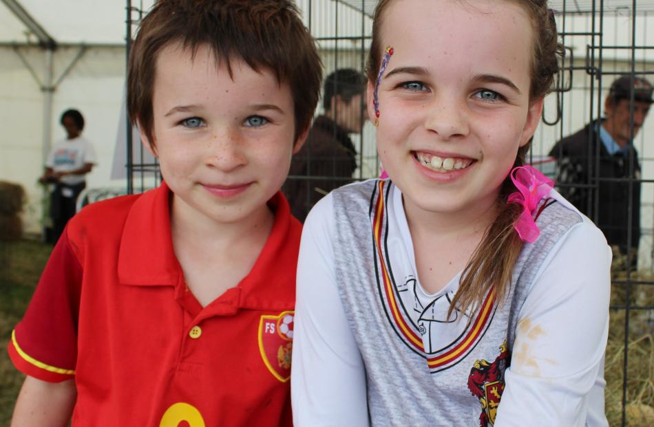 Lewis (6) and Johanna (8) Anglemyer of Invercargill.