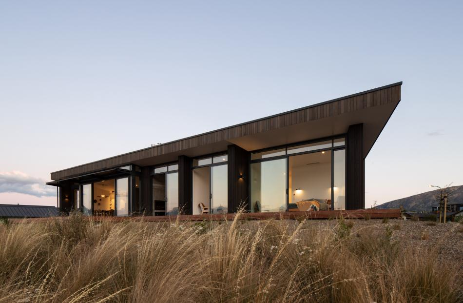 The mono-pitched roof directs the eye out to the lake and the mountains