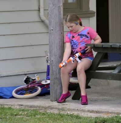 Isabella Hudson-Barrett (10), of Dunedin, loads a water pistol.