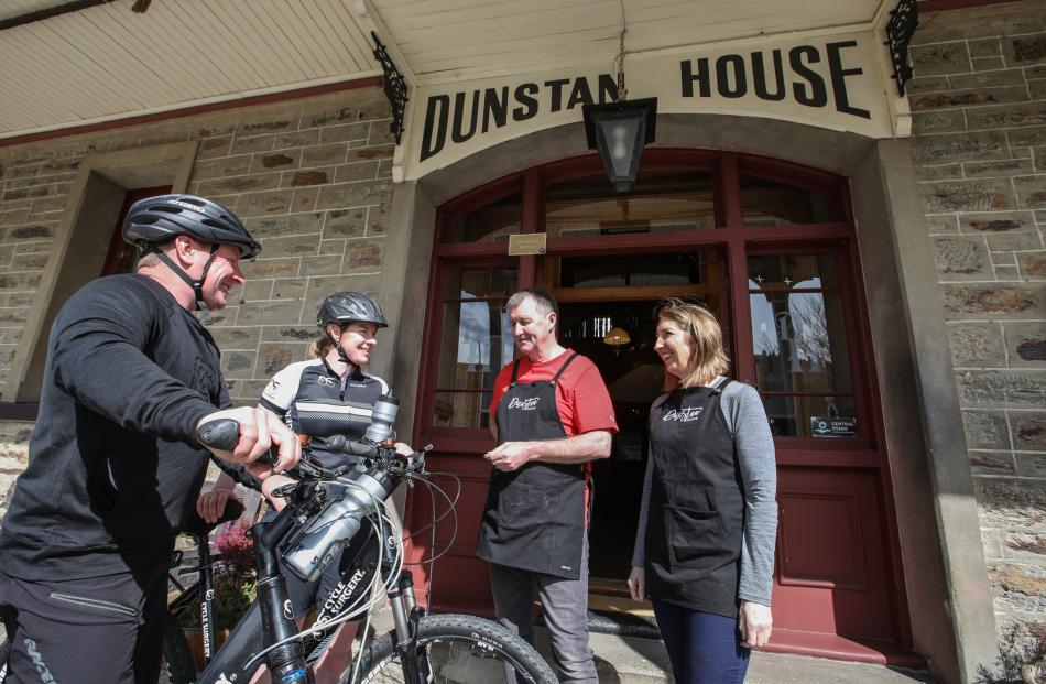 Stopping for a coffee and a raw slice with Meredith and Ian Kerrisk at Dunstan House is a good...