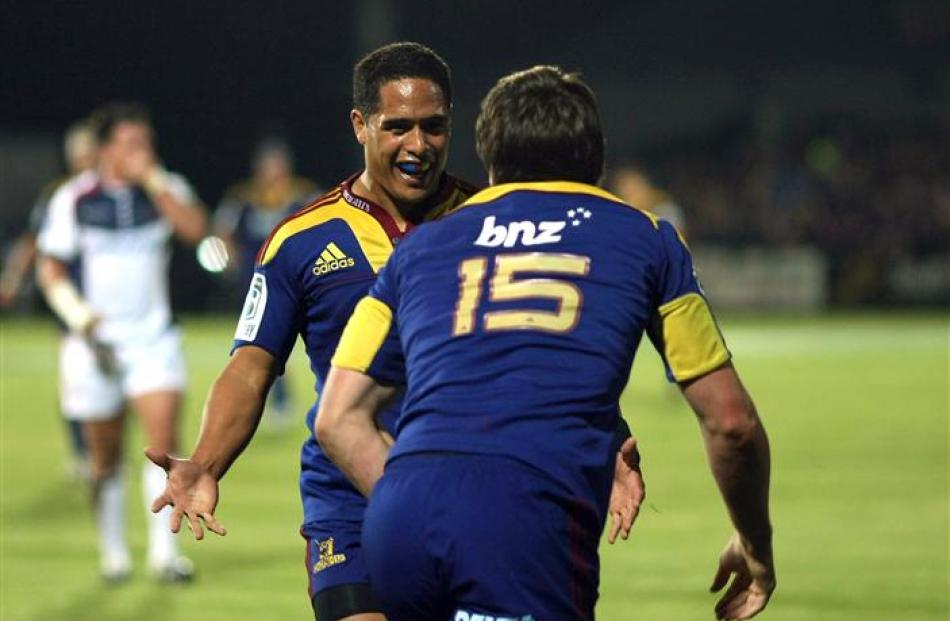 Aaron Smith celebrates with Ben Smith after his first try. (Photo by Teaukura Moetaua/Getty Images)