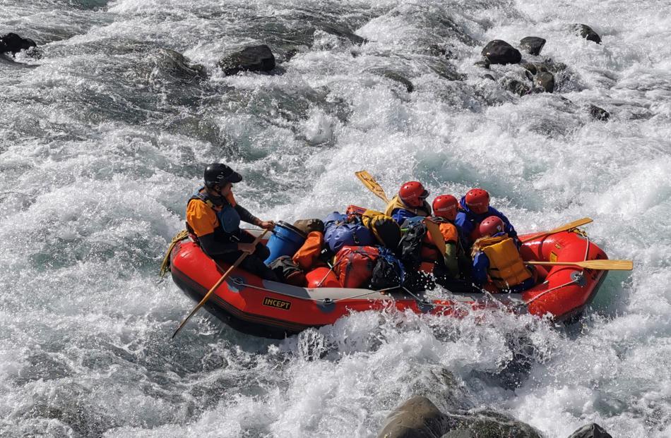 Rafting the Waiau ...