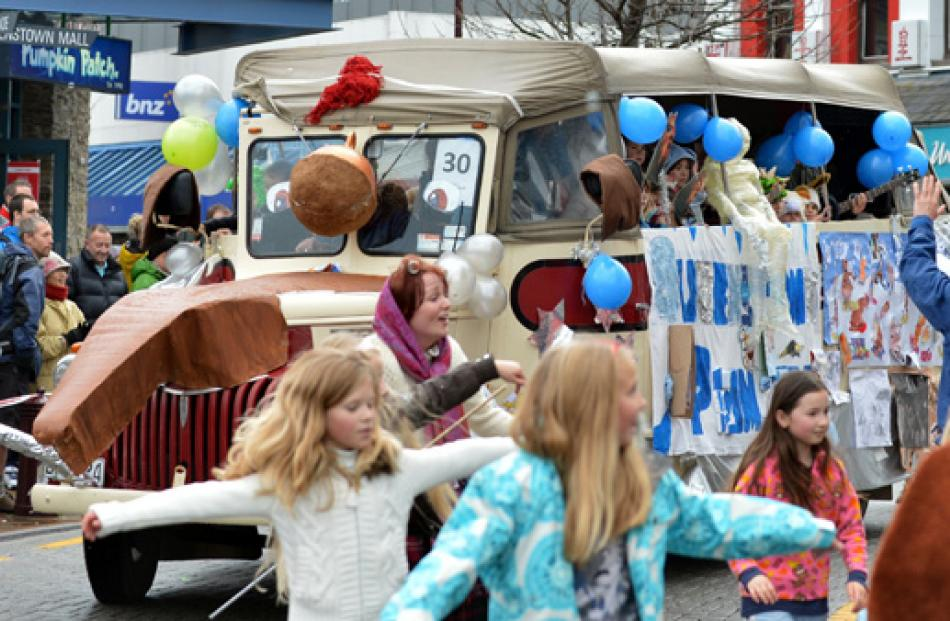 The Queenstown Primary School 'Ice Age' float.
