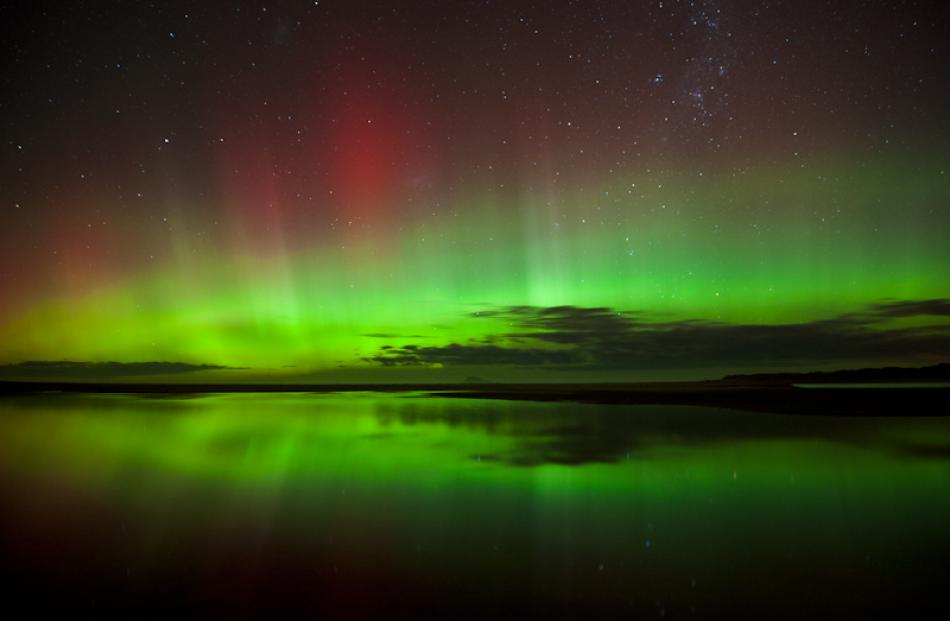 The Aurora as seen from Waldronville last night. Photo by Simon East www.simoneast.com