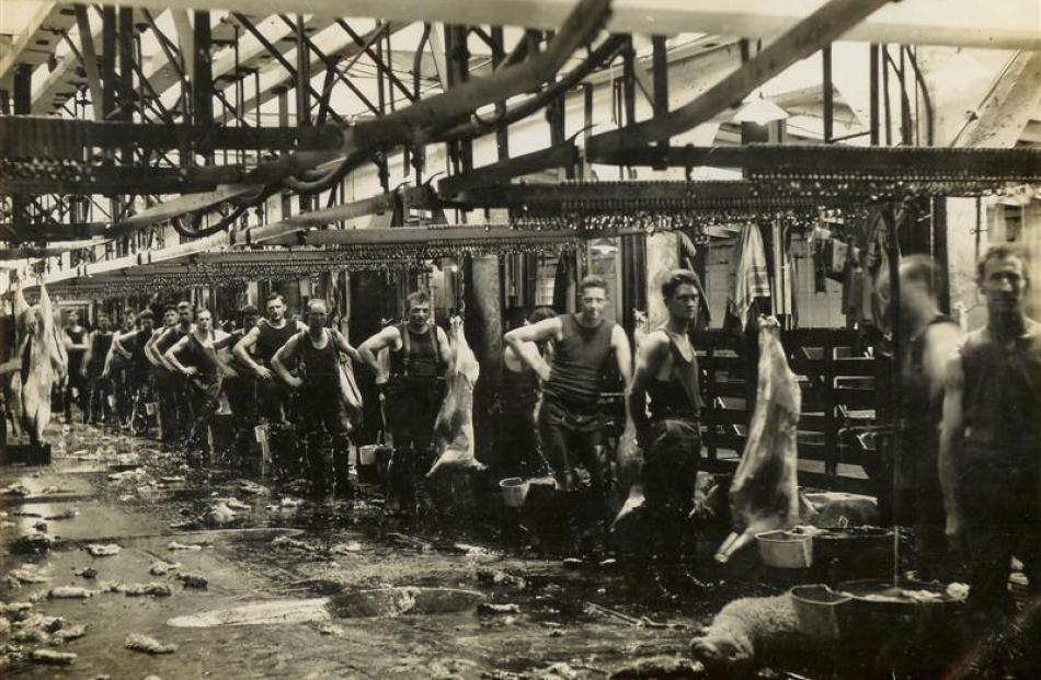 Slaughtermen on the Finegand freezing works floor. Photo by South Otago Museum.
