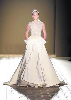 A gown by Christophe Josse, of France. REUTERS.