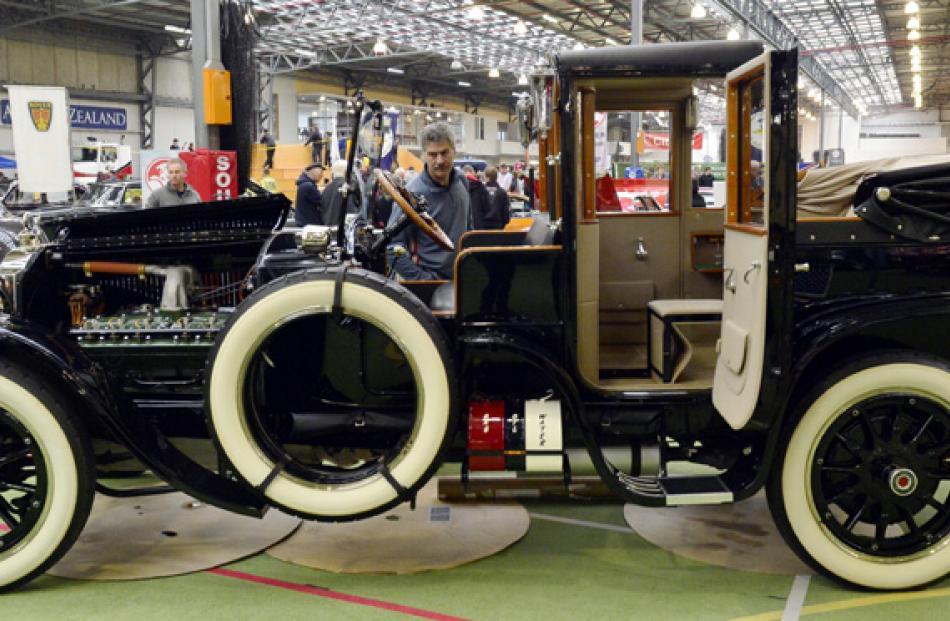 A 1918 Packard.