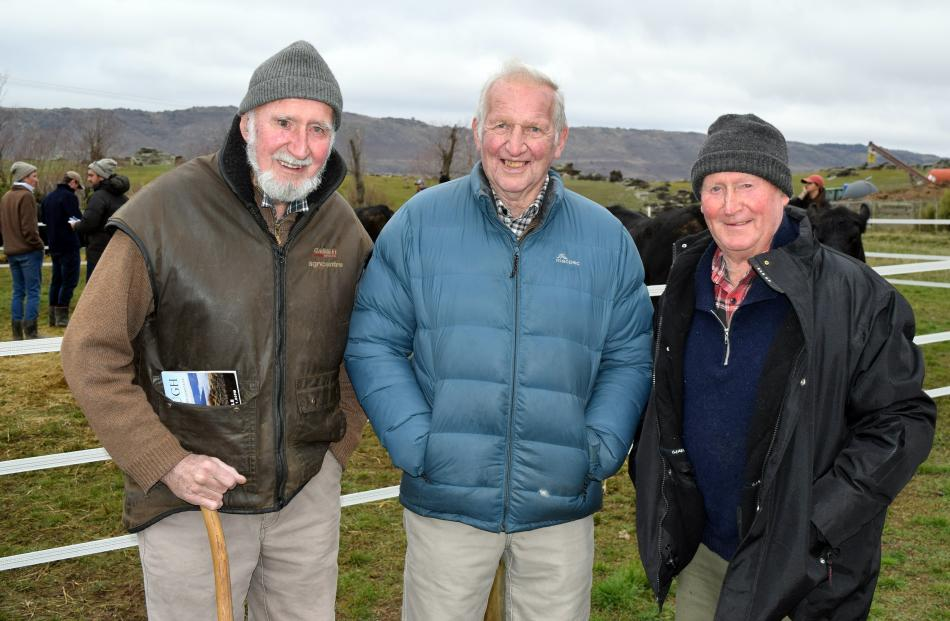 Catching up before the sale are (from left) Richard Anderson, of Bannockburn, Murray Dennison, of...