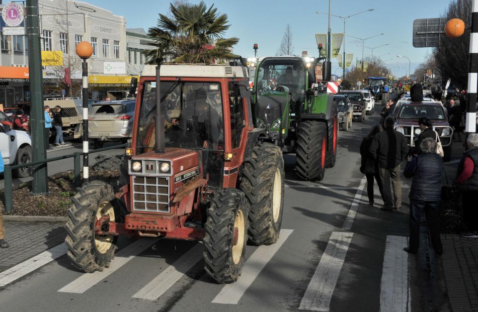 Tractors and utes are driven down Gore's Main St. PHOTO: GERARD O'BRIEN