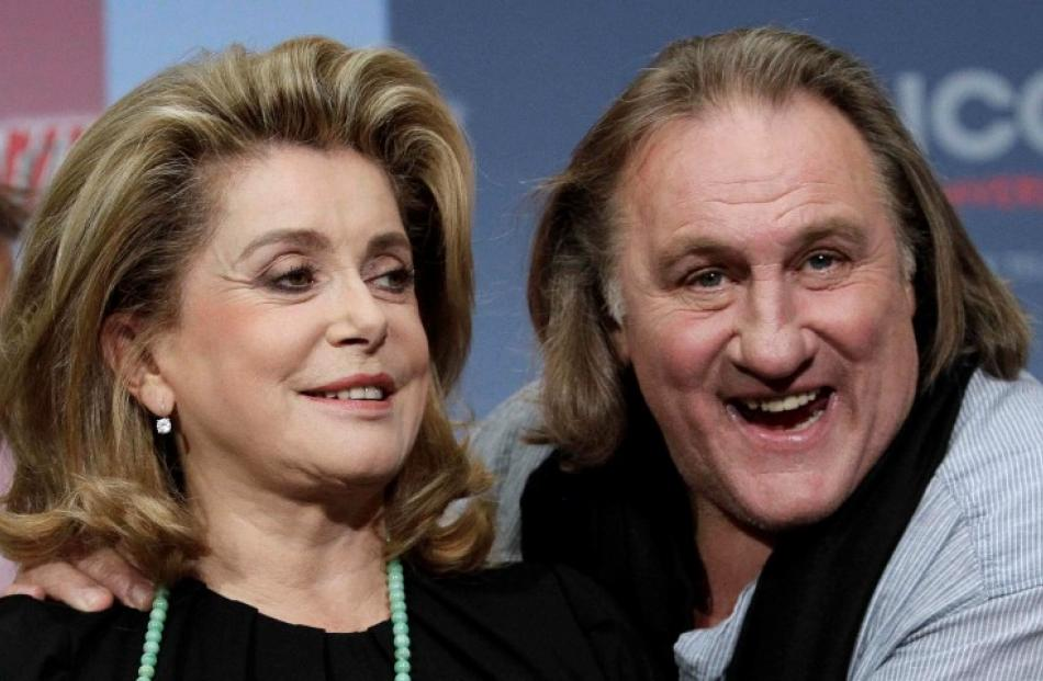 Actors Gerard Depardieu and Catherine Deneuve (L) pose to promote the movie 'Asterix und Obelix -...