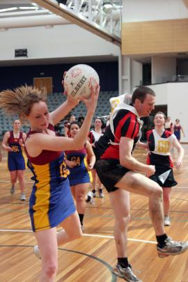 Amber Parkinson (Otago-Southland) beats Rueben Costello (Canterbury) in their netball match.