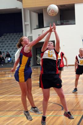 Louise Thomas (Otago-Southland) tries to block with Hannah Jarrold (Canterbury) in the netball...