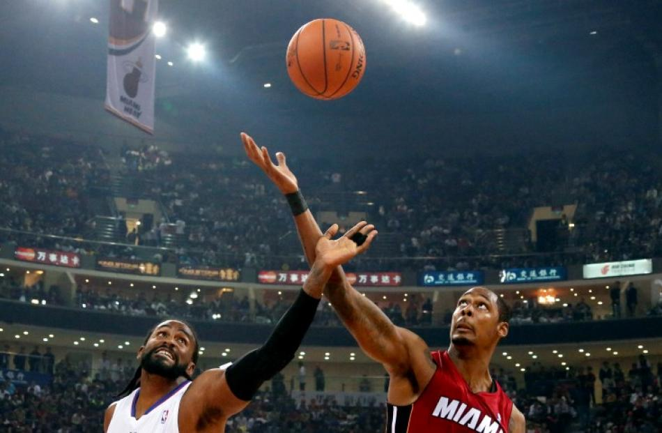 Ronny Turiaf (L) of Los Angeles Clippers and Mickell Gladness of Miami Heat reach for a rebound...