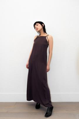 The Ricochet Massimo dress in chocolate is an easy fitting, minimal longline dress featuring ...