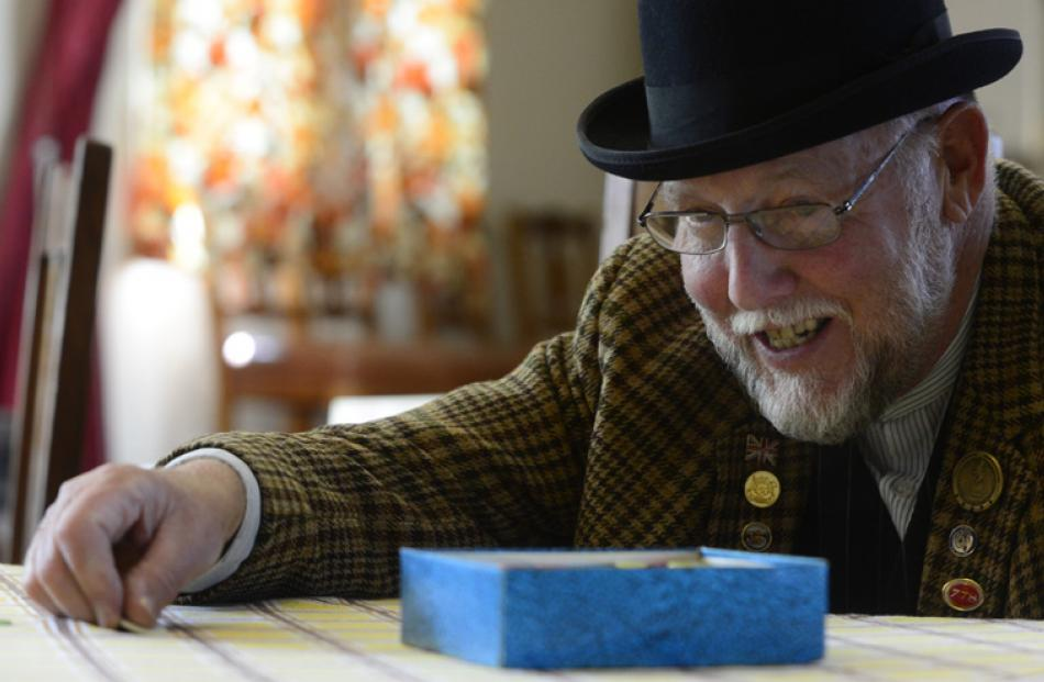Gordon Pringle of Oamaru playing tiddlywinks at the Early Settlers Hall.