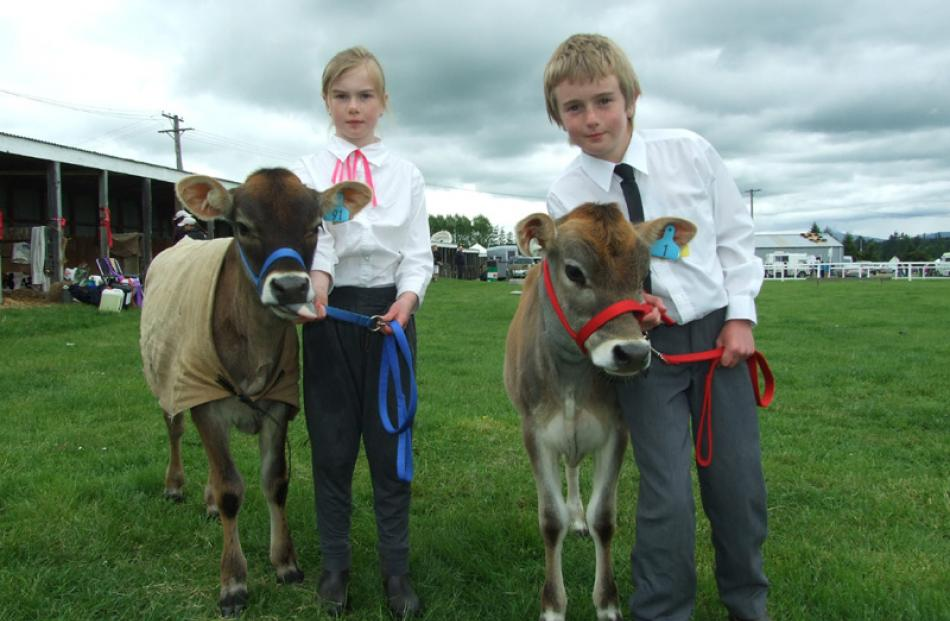 Fenella (8) and Thomas (10) Ballantyne, of Clydevale, with calves Rose and Ruby.