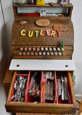 The cash-register cutlery drawer.