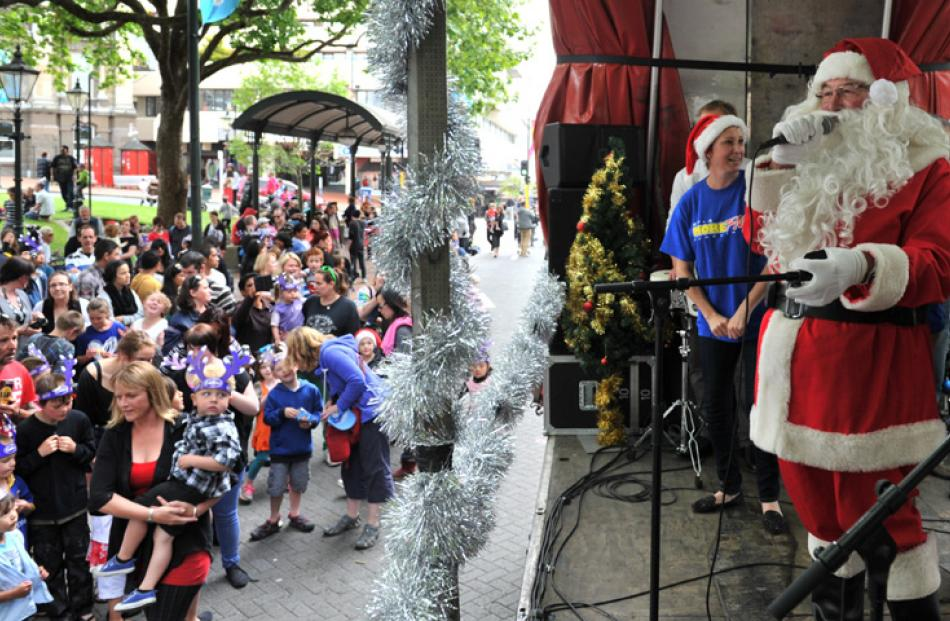 Santa Claus sings jingle bells with the Dunedin crowd.