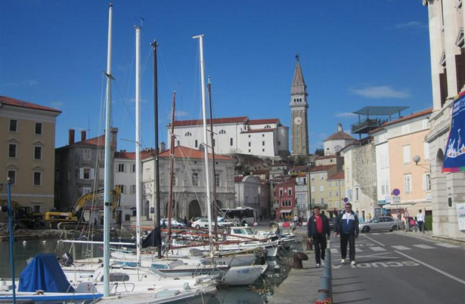 Stroll along Piran's coastline, past cafes and restaurants, to the Punta Madonna lighthouse.