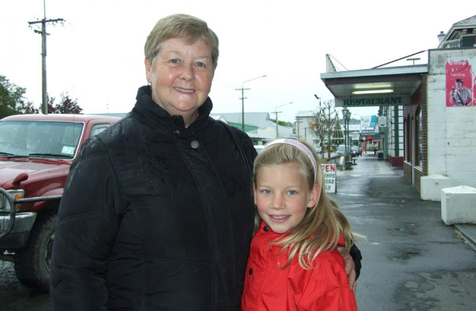 Lillian Campbell of Balclutha, and Ashleigh Campbell (9) of Gore.