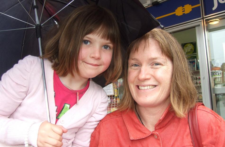 Lily (6) and Leann Campbell, of Kaitangata.