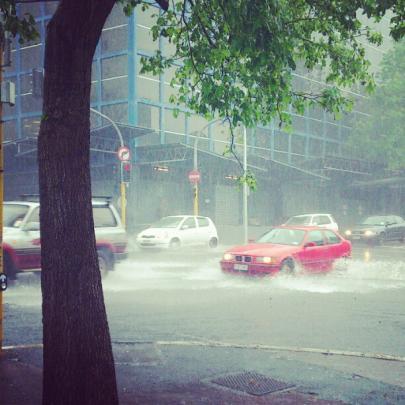 Rain pelts Auckland earlier today. Photo @RChappellNZ