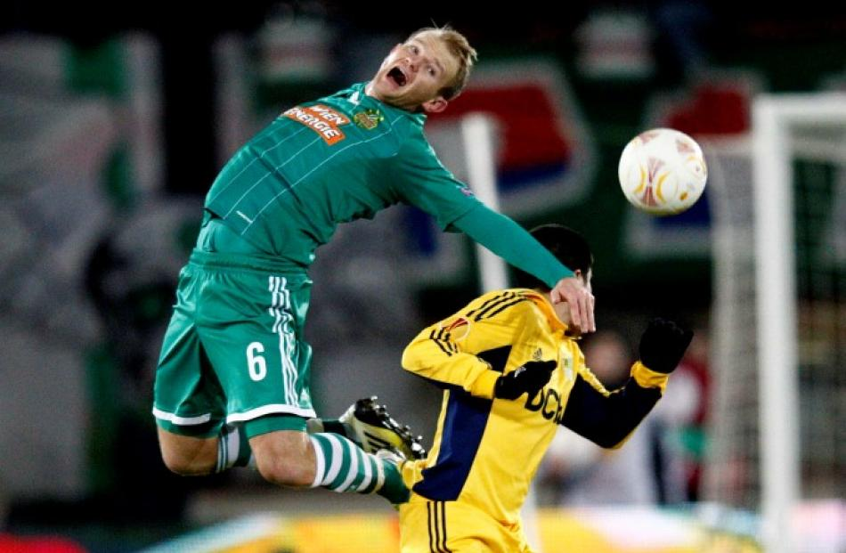 SK Rapid Wien's Sonnleitner (L) fights for the ball against FC Metalist's Jonathan Christaldo...