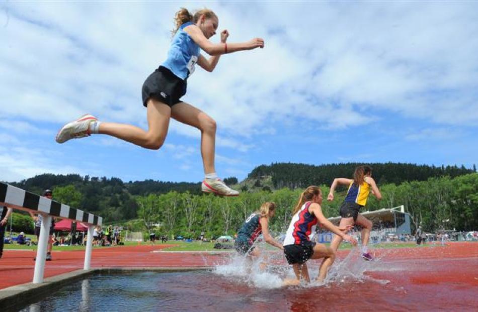 Alice Bird (Wanganui College) in the girls 2000m steeplechase