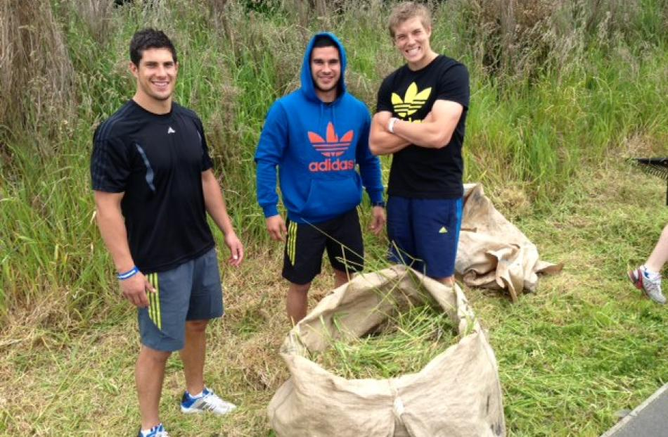 Highlanders players bundled five tonnes of weeds in a four hour period. Photo by Doug McSweeney