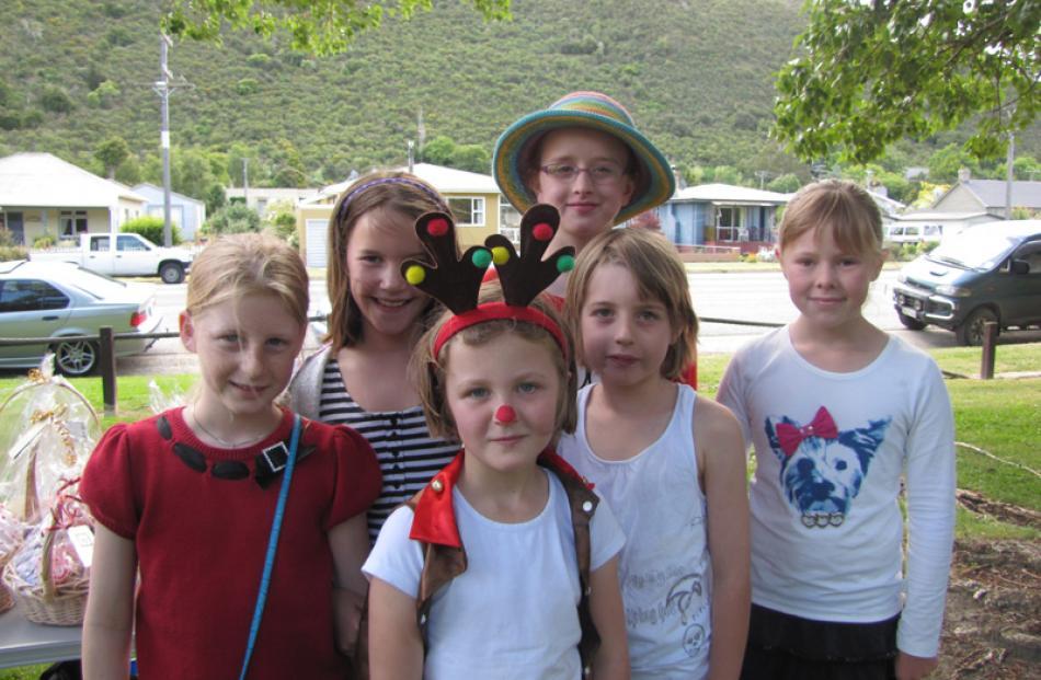 Greer Orchard (10), Mackenzie Prew (10), Meg Toms (7), Myah Richards (8), Caitlin Richards (11)...