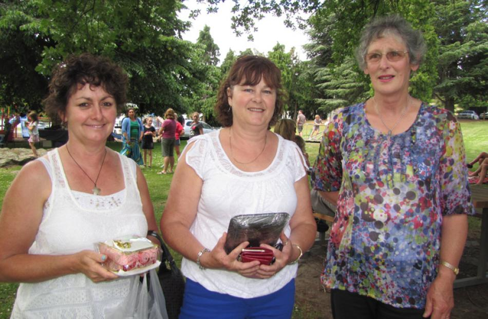 Janine Lemmens, Angela Cahill and Margaret Gordon, all of Roxburgh.