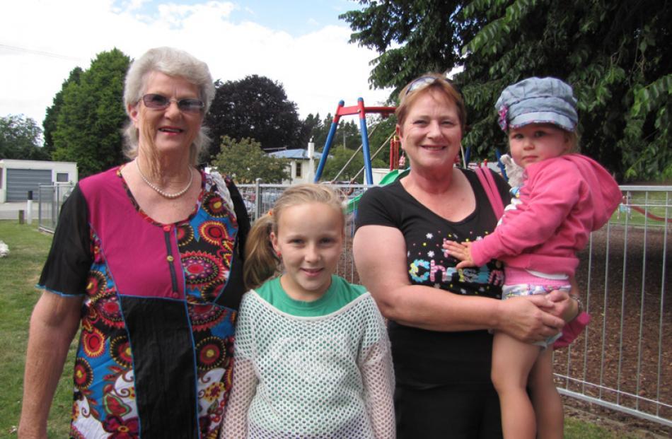 Pauline Bain of Roxburgh, Caitlin Bennett (13) of Balclutha, Ruth Nichol of Roxburgh, and Kyla...