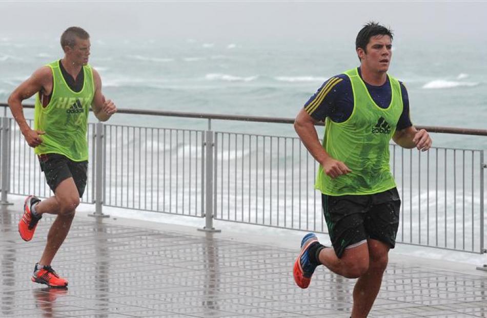 Hugh Blake runs along the Esplanade. Photos by Craig Baxter.
